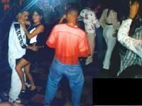 Merengue in einer Disco in Santo Domingo